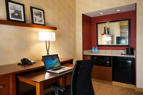 Courtyard by Marriott Phoenix Airport, AZ 85034 near Sky Harbor International Airport View Point 4