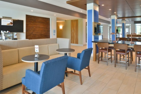 Holiday Inn Express & Suites Omaha Airport, NE 51510 near Eppley Airfield View Point 27