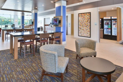 Holiday Inn Express & Suites Omaha Airport, NE 51510 near Eppley Airfield View Point 25