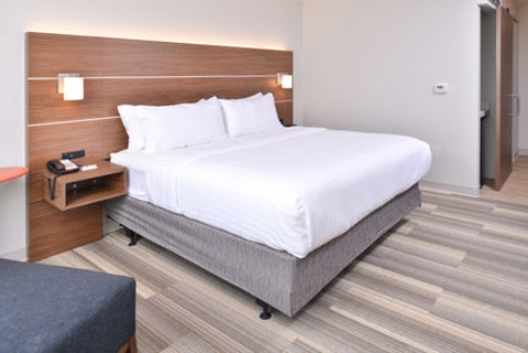 Holiday Inn Express & Suites Omaha Airport, NE 51510 near Eppley Airfield View Point 18