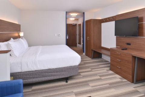 Holiday Inn Express & Suites Omaha Airport, NE 51510 near Eppley Airfield View Point 12