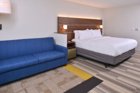 Holiday Inn Express & Suites Omaha Airport, NE 51510 near Eppley Airfield View Point 10