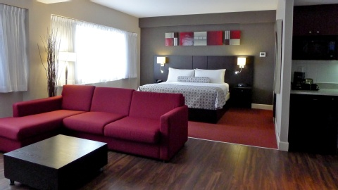 Crowne Plaza Montreal Airport, QC PQ H4T 1E3 near Montreal-Pierre Elliott Trudeau Int. Airport View Point 10