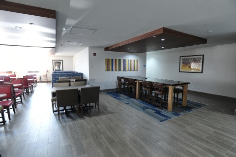 Holiday Inn Express and Suites Toronto Airport West, ON L4W 3ZI near Toronto Pearson International Airport View Point 14