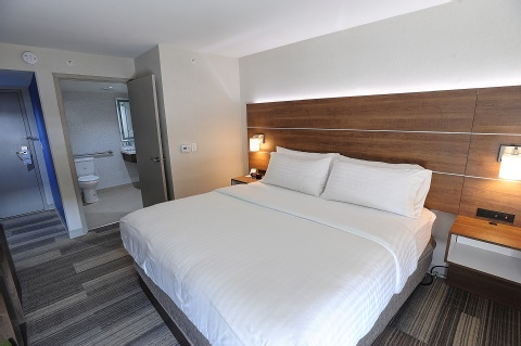Holiday Inn Express and Suites Toronto Airport West, ON L4W 3ZI near Toronto Pearson International Airport View Point 3