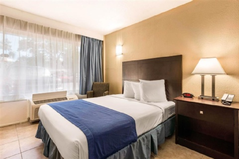 Rodeway Inn & Suites Fort Lauderdale Airport & Port Everglades Cruise Port Hotel, FL 33312 near Fort Lauderdale-hollywood International Airport View Point 18