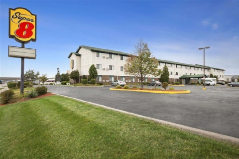 Super 8 by Wyndham Milwaukee Airport, WI 53207 near General Mitchell International Airport View Point 1