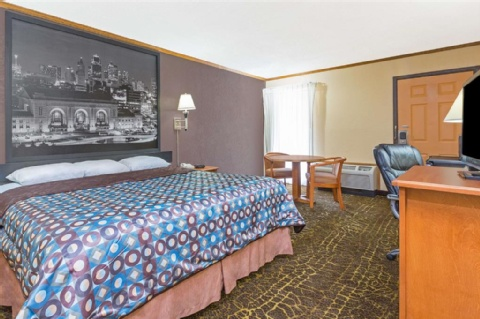 Super 8 by Wyndham Kansas City Airport, MO 64153 near Kansas City International Airport View Point 2