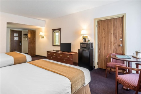 Quality Inn & Suites Albany Airport, NY 12110-2505 near Albany International Airport View Point 16