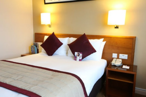 Crowne Plaza Manchester Airport,  M90 3NS near Manchester Airport View Point 17