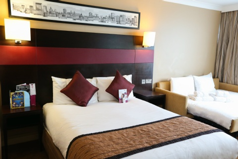 Crowne Plaza Manchester Airport,  M90 3NS near Manchester Airport View Point 6