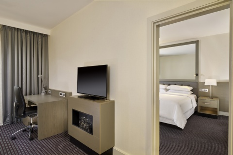 Sheraton Heathrow Hotel,  UB7 0HJ near Heathrow Airport View Point 19