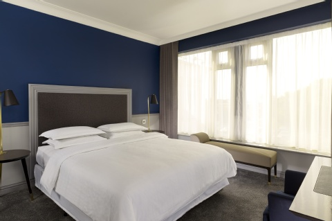 Sheraton Heathrow Hotel,  UB7 0HJ near Heathrow Airport View Point 10