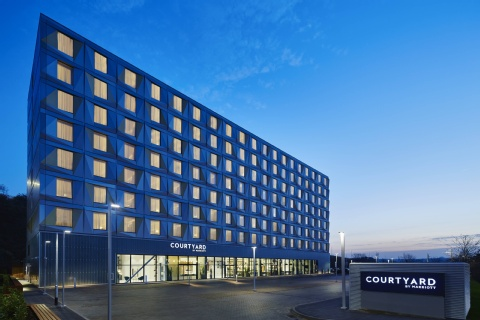 COURTYARD LUTON AIRPORT BY MARRIOTT,  LU2 9NH near Luton Airport View Point 1