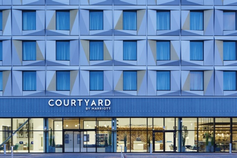 COURTYARD LUTON AIRPORT BY MARRIOTT,  LU2 9NH near Luton Airport View Point 26