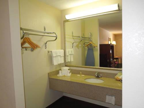 Days Inn Cleveland Airport South, OH 44130 near Cleveland Hopkins International Airport View Point 13