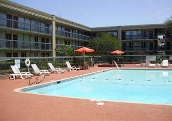 Days Inn Gretna New Orleans, LA 70053 near Louis Armstrong New Orleans International Airport  View Point 19