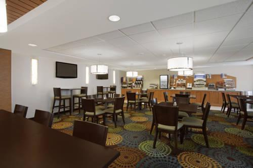Holiday Inn Express Romulus / Detroit Airport, MI 48174 near Detroit Metropolitan Wayne County Airport View Point 17