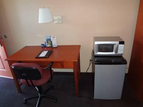 Econo Lodge Airport At RJ Stadium Tampa, FL 33614 near Tampa International Airport View Point 16