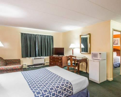 Econo Lodge Inn & Suites, CT 06096 near Bradley International Airport View Point 6