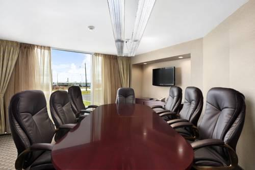 Pearson Hotel Conference Centre Toronto Airport, ON M9W 1H3 near Toronto Pearson International Airport View Point 7