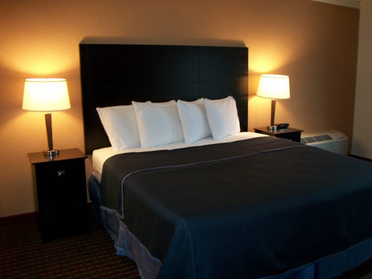Americas Best Value Inn Romulus/Detroit Airport, MI 48174 near Detroit Metropolitan Wayne County Airport View Point 2