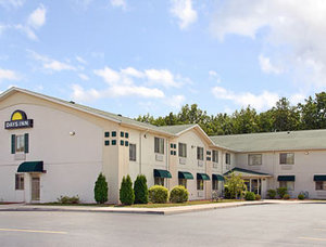 Park and Fly at Days Inn Swanton Toledo Airport, OH 43558