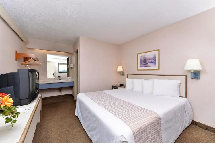 Americas Best Value Inn , PA 15108 Near Pittsburgh International Airport View Point 4