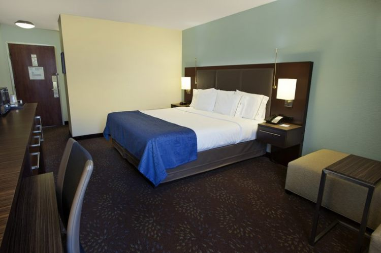 Holiday Inn Express Romulus / Detroit Airport, MI 48174 near Detroit Metropolitan Wayne County Airport View Point 5
