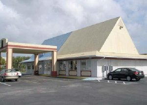 Front view of York Inn Formerly Econo Lodge, FL 32904