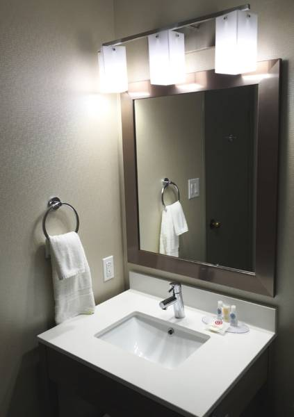 Comfort Inn Aeroport YUL, Quebec QC H9P 1C1 near Montreal-Pierre Elliott Trudeau Int. Airport View Point 2