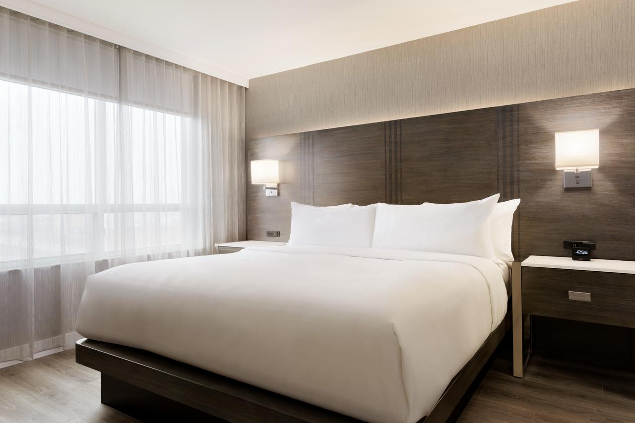Embassy Suites by Hilton, Toronto Airport, On M9W5G1 near Toronto Pearson International Airport View Point 4