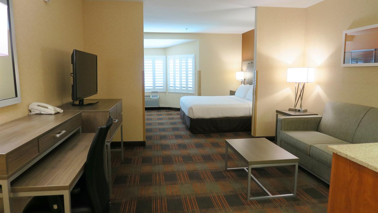 Holiday Inn Elk Grove Village, IL 60007 near Ohare International Airport View Point 3