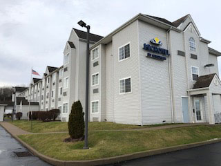 Microtel Inn Formerly the Econolodge Inn and Suites Pittsburgh Airport., PA 15275 near Pittsburgh International Airport View Point 1