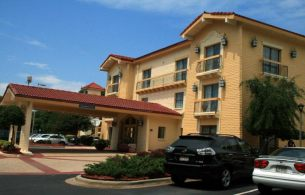 Front view of Quality Inn & Suites Charlotte, NC 28208