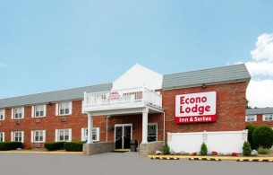 Front view of Econo Lodge Inn & Suites, CT 06096